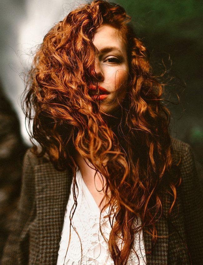 La Beaute A L Etat Pur 38 Idees Cheveux Longs Boucler Ses Cheveux Naturellement Cheveux Roux Boucles