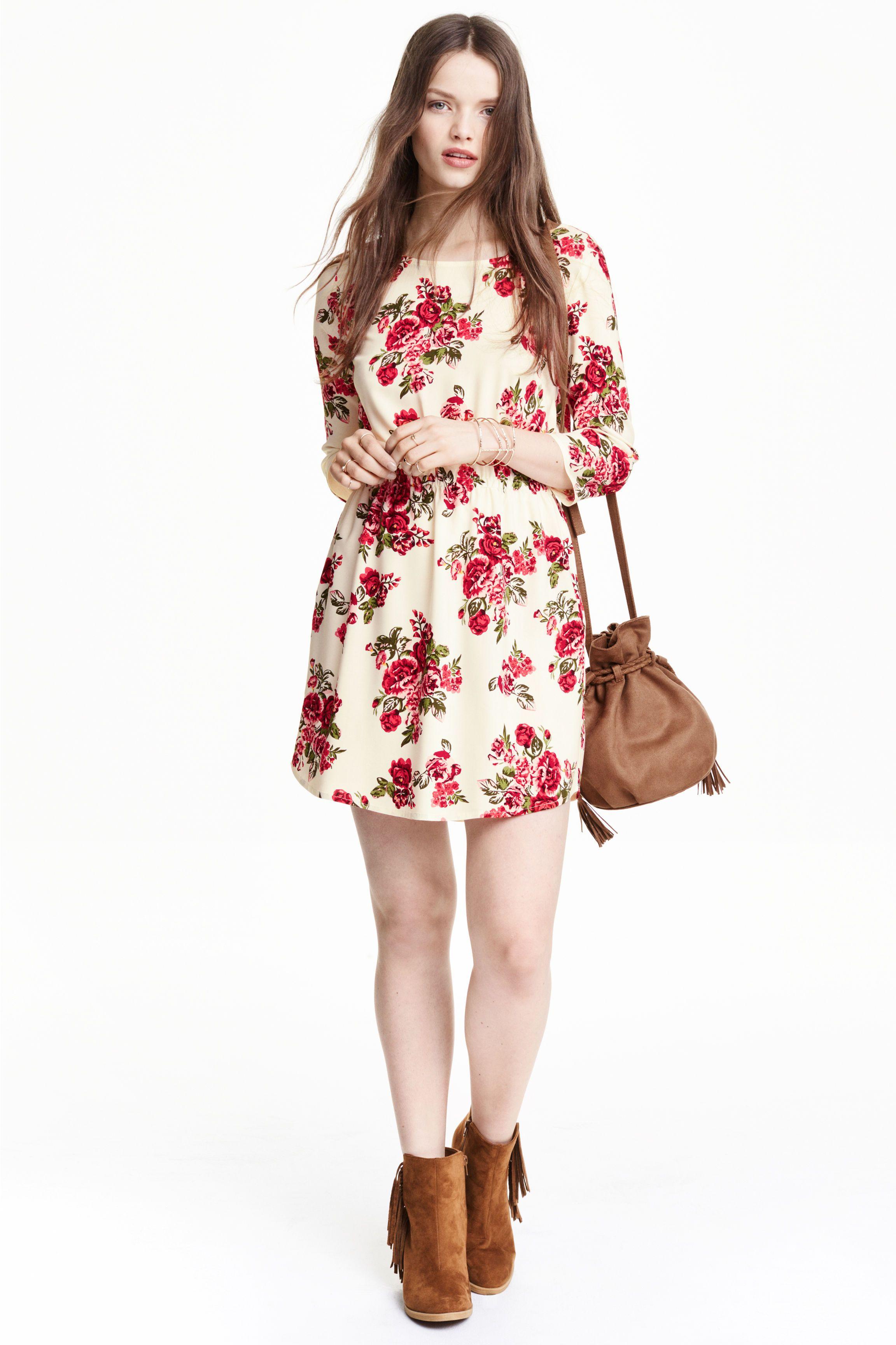 2edfb3061 Vestido de viscosa  Vestido corto de tela con mangas tres cuartos
