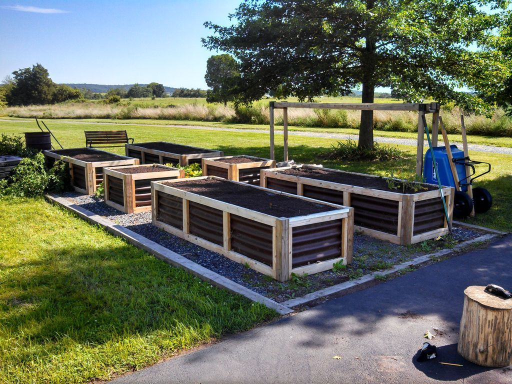 17 Best ideas about Building Raised Garden Beds on Pinterest