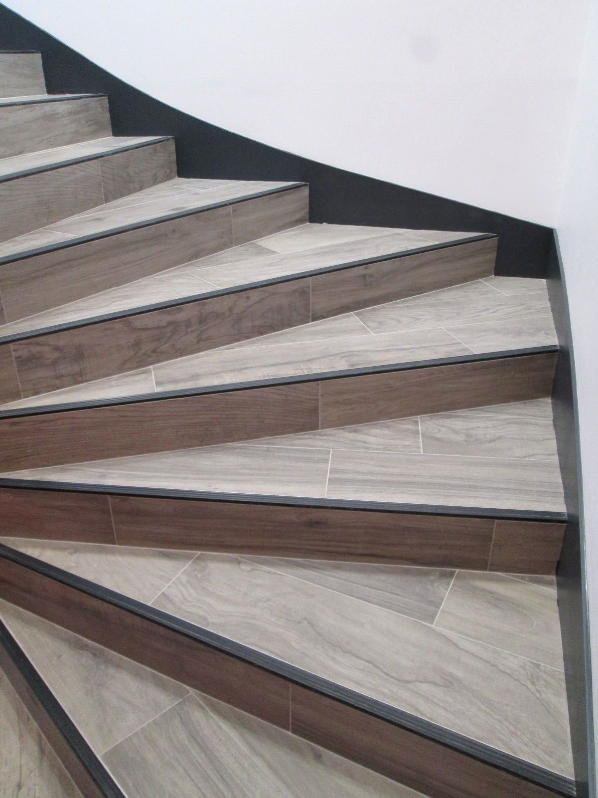 Nez De Marche Escalier Diy Staircase Makeover Carpet To Tile Transition Diy Staircase