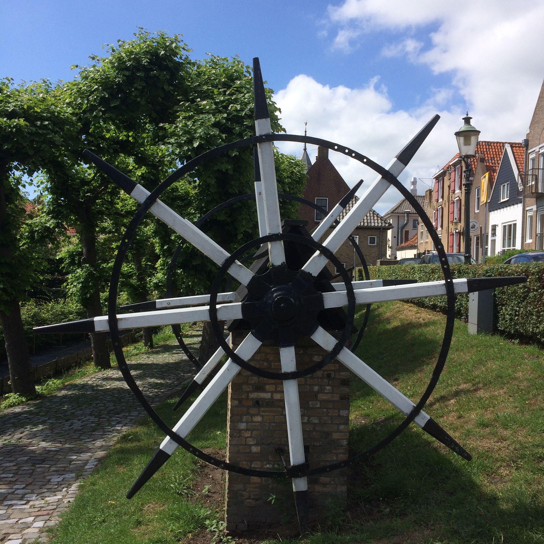 2 juli 2017 - Willemstad vesting met bastions, ravelijnen, oude raadhuis, koepelkerk, molen en haven. Prachtig stadje!