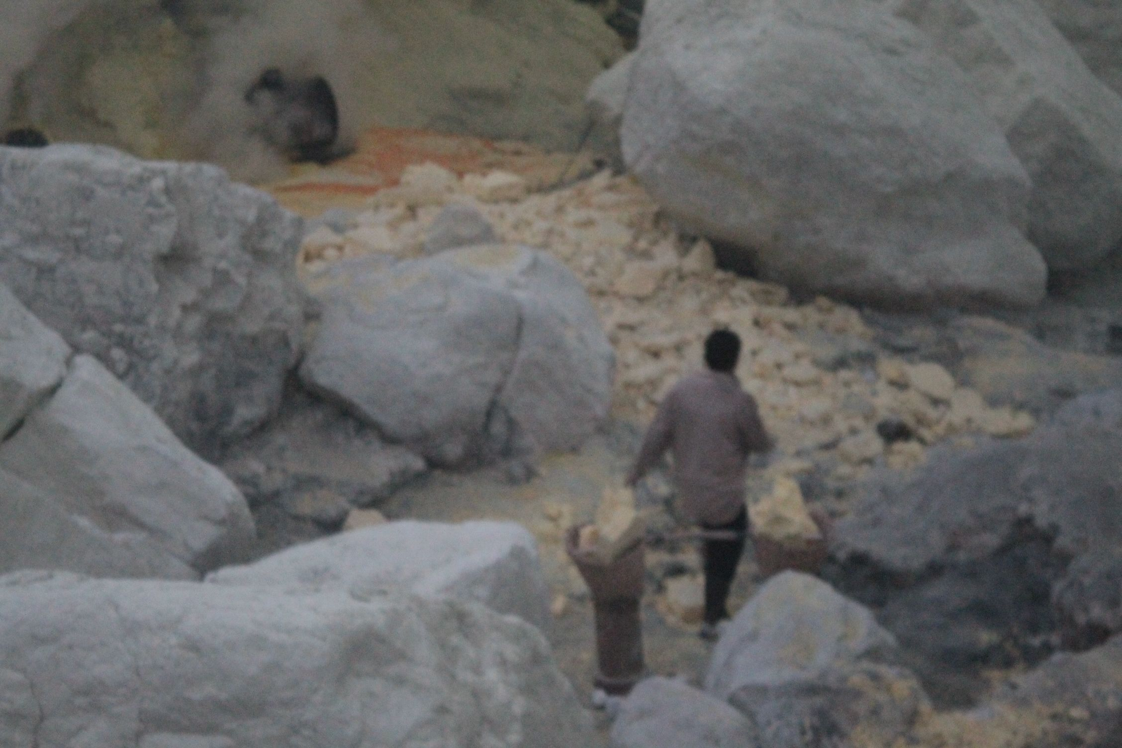Bajando al crater a por azufre