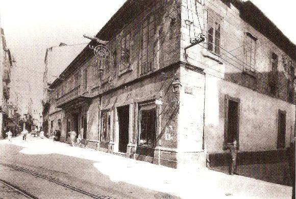 Edificio da Cooperativa Cívico-Militar (1945), Estrecha de San Andrés con Torreiro.