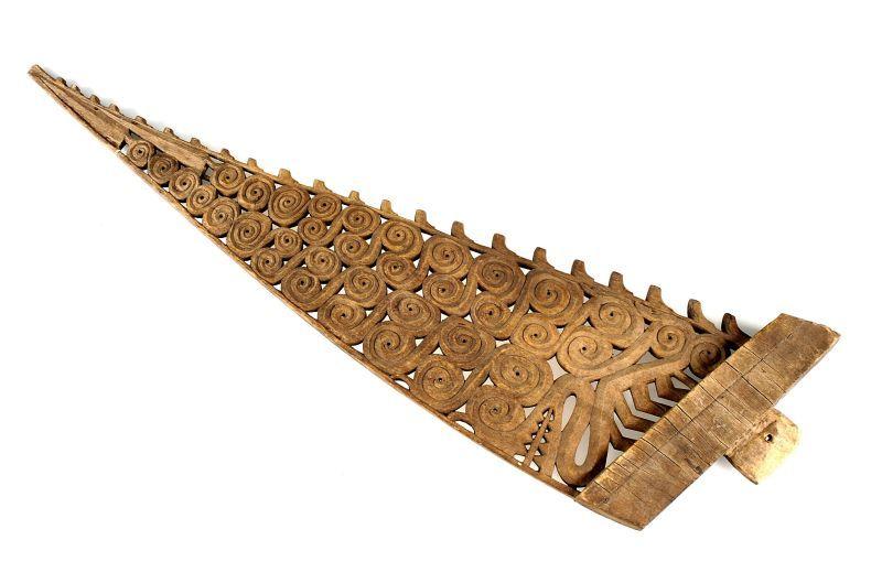 COLLECTIE TROPENMUSEUM Versiering van een prauwvoorsteven met een draak TMnr 1772-2245.jpg