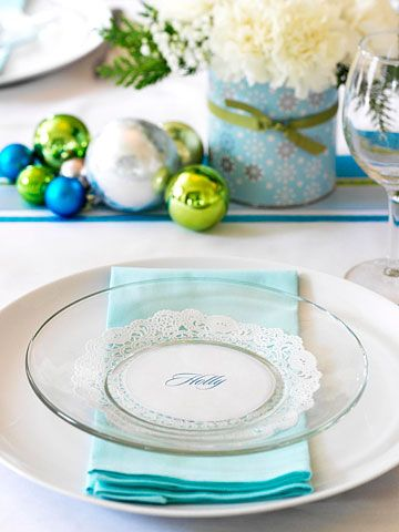 I think a set of clear plates might just be the next addition to my dish  sc 1 st  Pinterest & Festive Christmas Table Place Settings   Budgeting Plastic plates ...