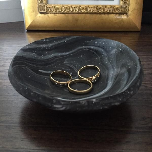 Black marble-look trinket dish – House of Poly