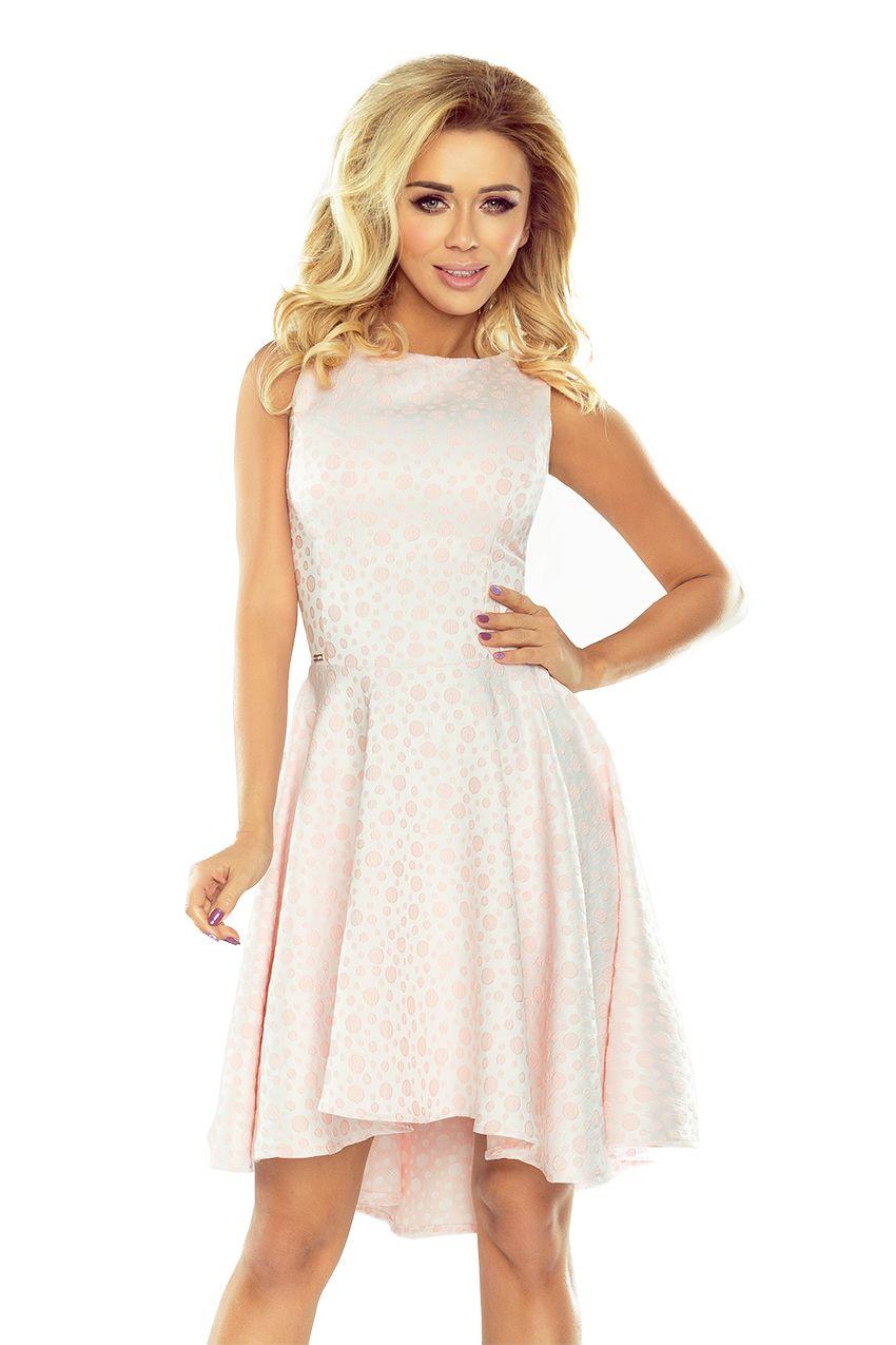 49fa00139b Wyjątkowa sukienka numoco z dłuższym tyłem - żakard w kółeczka w kolorze  pastelowego różu 175-1