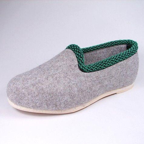 Dieser traditionsreiche Schuh aus dem #Erzgebirge ist zu jeder Jahreszeit eine passende Fußbekleidung, auch ohne Winter ;)