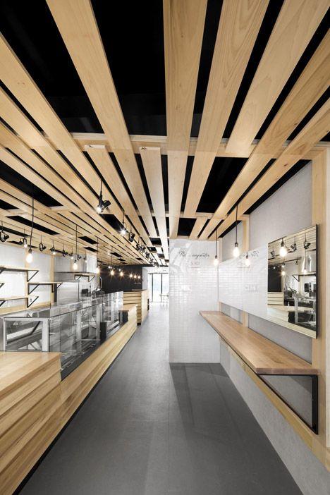 Madera techo interior pinterest madera restaurante for Plafones techo modernos