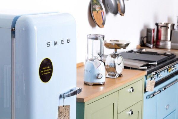 Raffaello Smeg Kühlschrank : Raffaello smeg kühlschrank den kühlschrank dür aufgepasst video