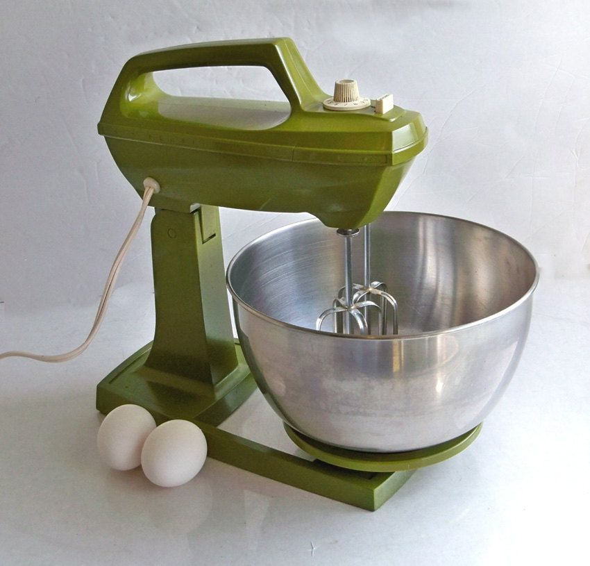 1970s avocado green sears stand mixer with beaters 2