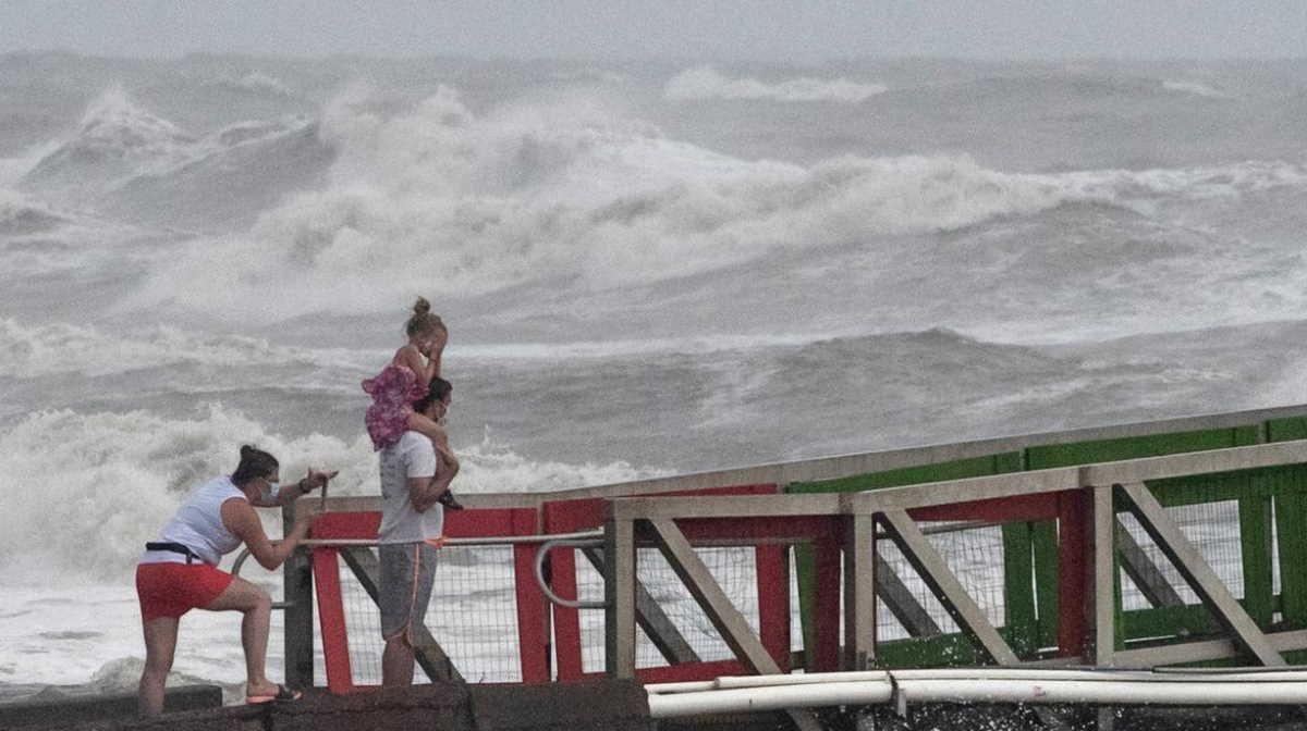 Hurricane Hanna Downgraded To Tropical Storm As It Lands In Texas In 2020 Texas Coast Tropical Storm National Hurricane Center