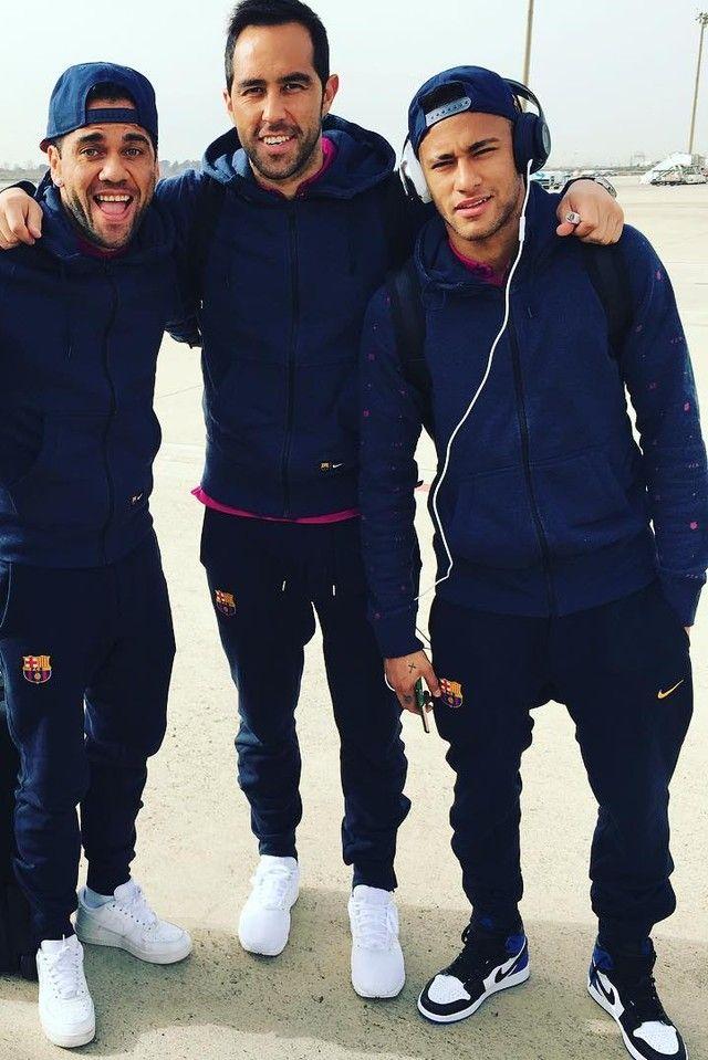 fecaaa3d2 Neymar Jr. wearing Nike FC Barcelona Authentic AW77 FZ Hoodu