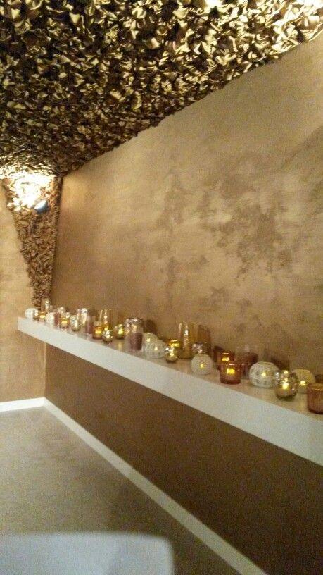 Kobe plafond rozetjes en gouden muur  shiMMer