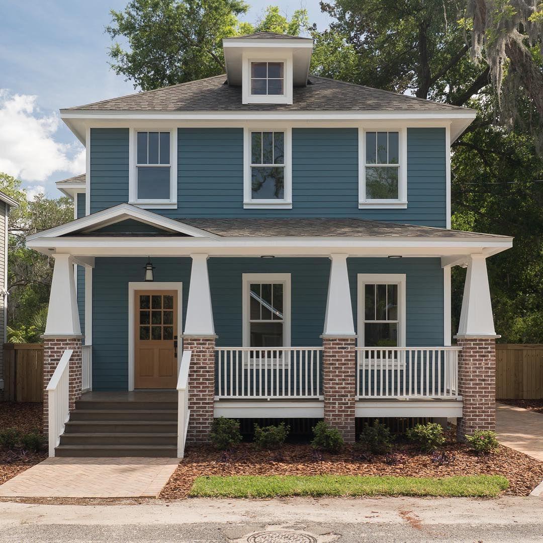 Benjamin moore bella blue painted house exterior