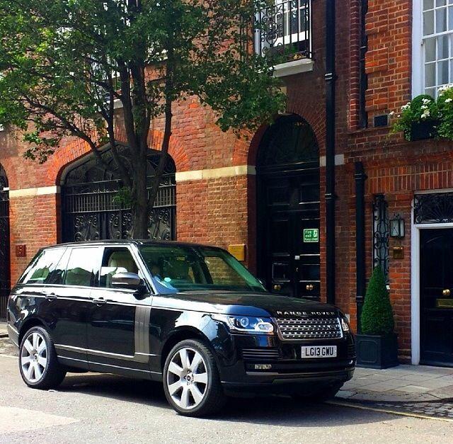 Range Rover Vogue. Elegance And Robustness. Or Do You Like
