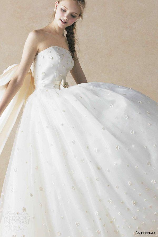 3ec502357534d 〔デザイン・モチーフ別*〕アンテプリマの純白ウエディングドレスにきゅん♡にて紹介している画像