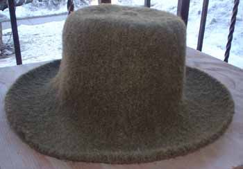 free pattern for knitted and fulled hat (this is not a truly felted hat -- felting does not include knitting or other forms of weaving first).