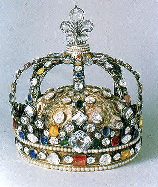 Couronne du Sacre de Louis XV avec des fac similés, des pierres précieuses  et des perles - 1722 - Augutin DUFLOT, diamants de la… | Bijoux royaux,  Couronnes, Bijoux