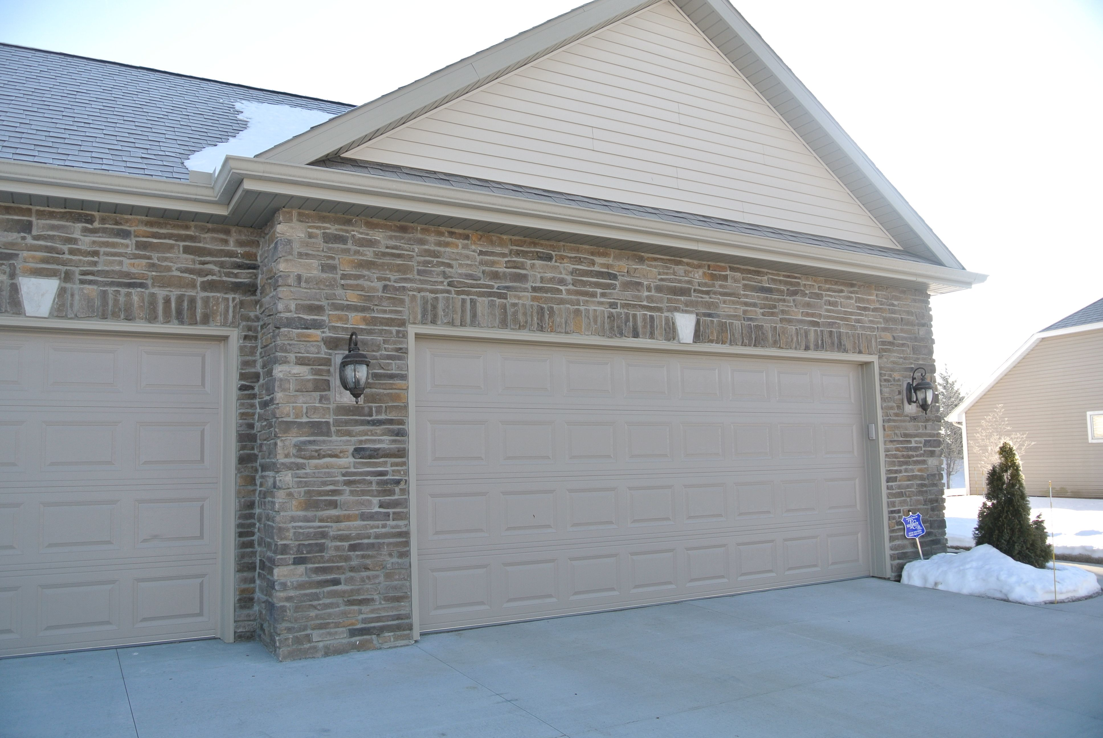 Beautiful Stoned Garage With Soldier Course Copperton Laytite J N