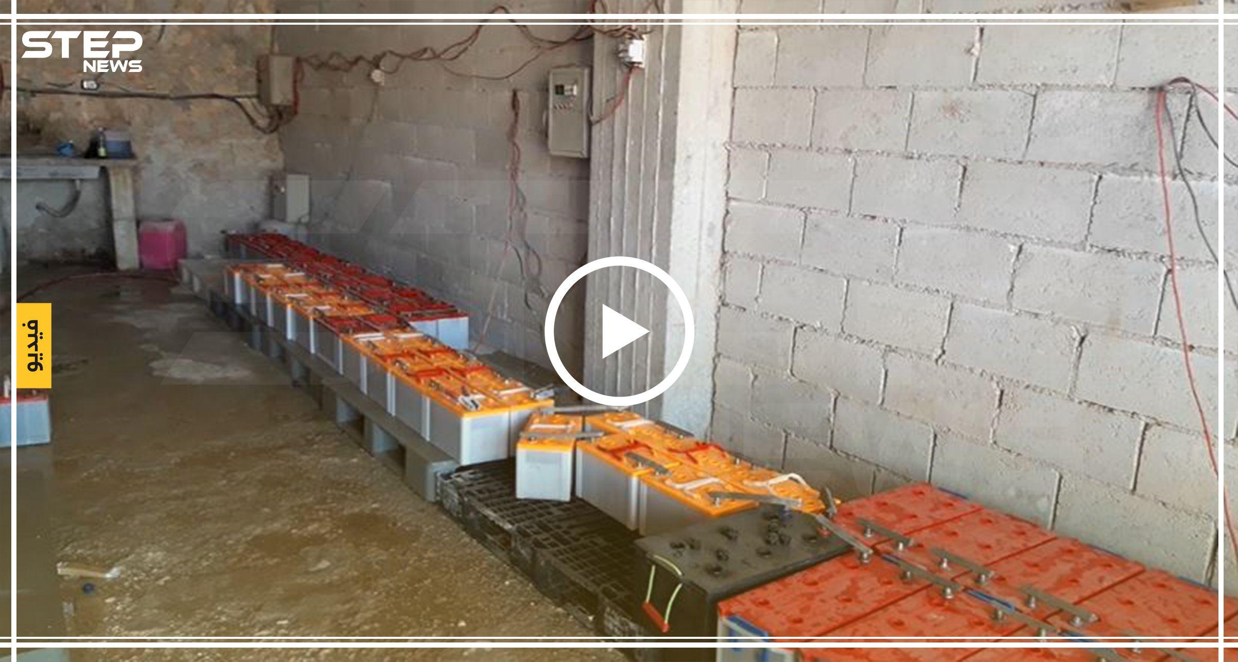 أبو عبدو الذي كانت مهنته تجارة الآليات في بلده في ريف حماة يعمل الآن في تجديد وتصنيع البطاريات التي يستخدمها السوريون في Ashley Johnson Selina Kyle Karen Page