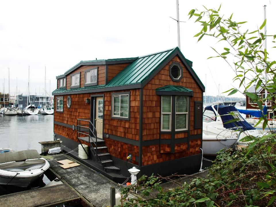 Sophie   A Seattle Houseboat
