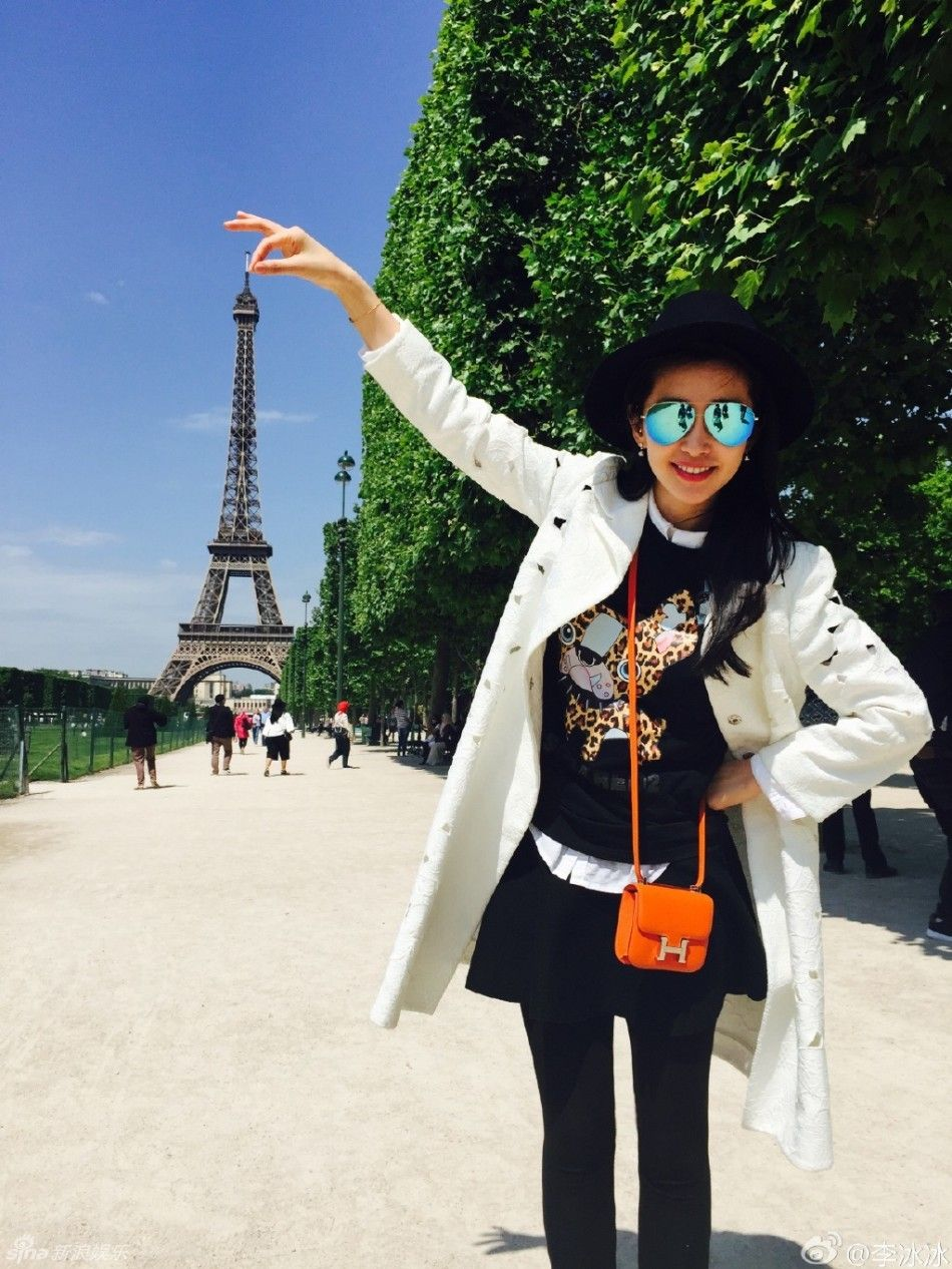 Chinese actress Li Bingbing in France for the Cannes Film Festival http://www.chinaentertainmentnews.com/2015/05/li-bingbing-enjoying-paris-with-parents_19.html