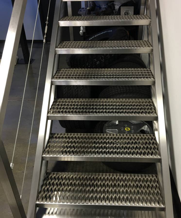 Best Non Slip Safety Grating Stair Treads For Industrial Access 640 x 480