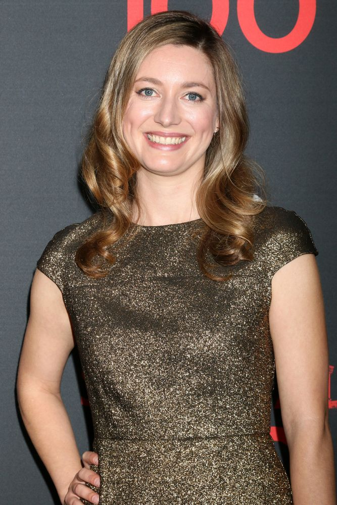 Young Sheldon Zoe Perry Talks About Playing Her Mother For The New Cbs Series Canceled Renewed Tv Shows Tv Series Finale Celebrities Female Sheldon Perry