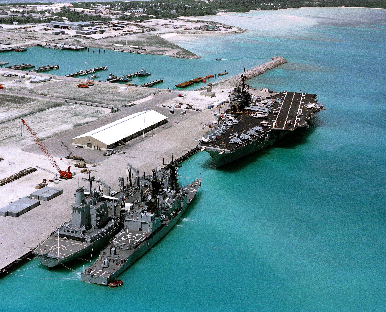 Flugzeugtrager Und Kriegsschiffe Der Us Navy Auf Diego Garcia Navy Day Navy Ships Military Muscle
