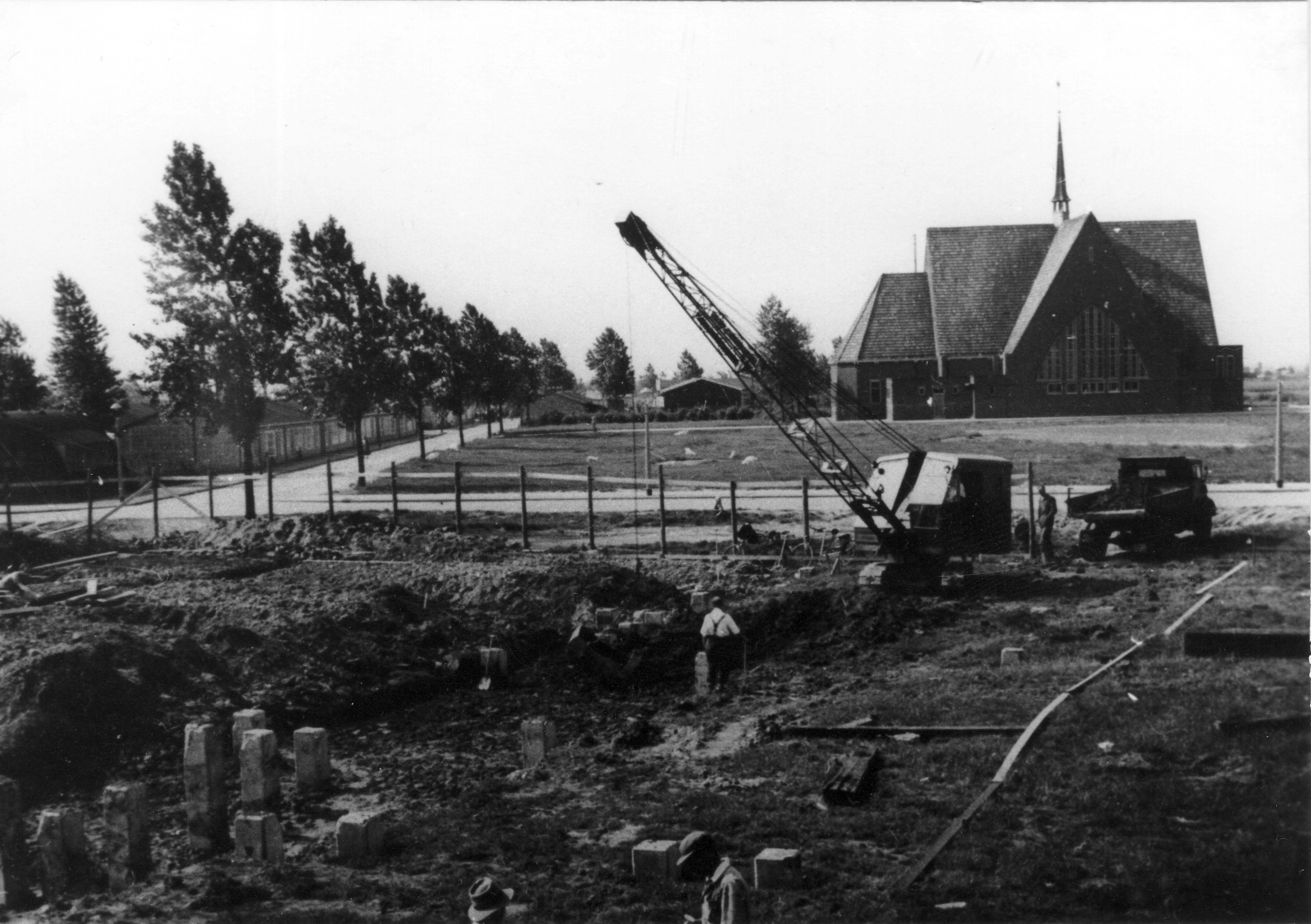 Bouw van de Grote Schouwburg ca 1953.
