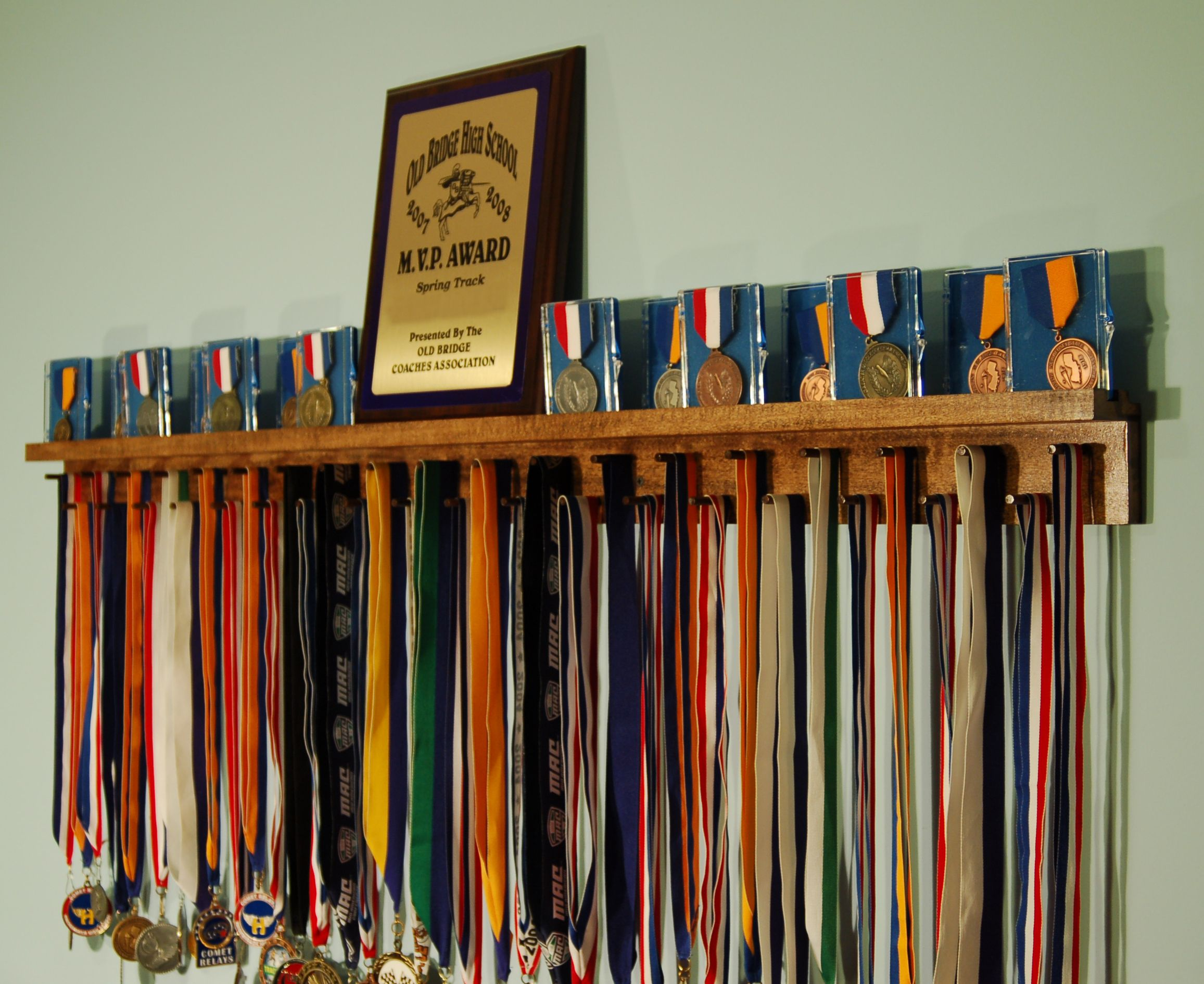 school com cabinet shelf htm cabinets trophiesandmedals trophies awards schools for trophy clubs and wallfixed medal showcases