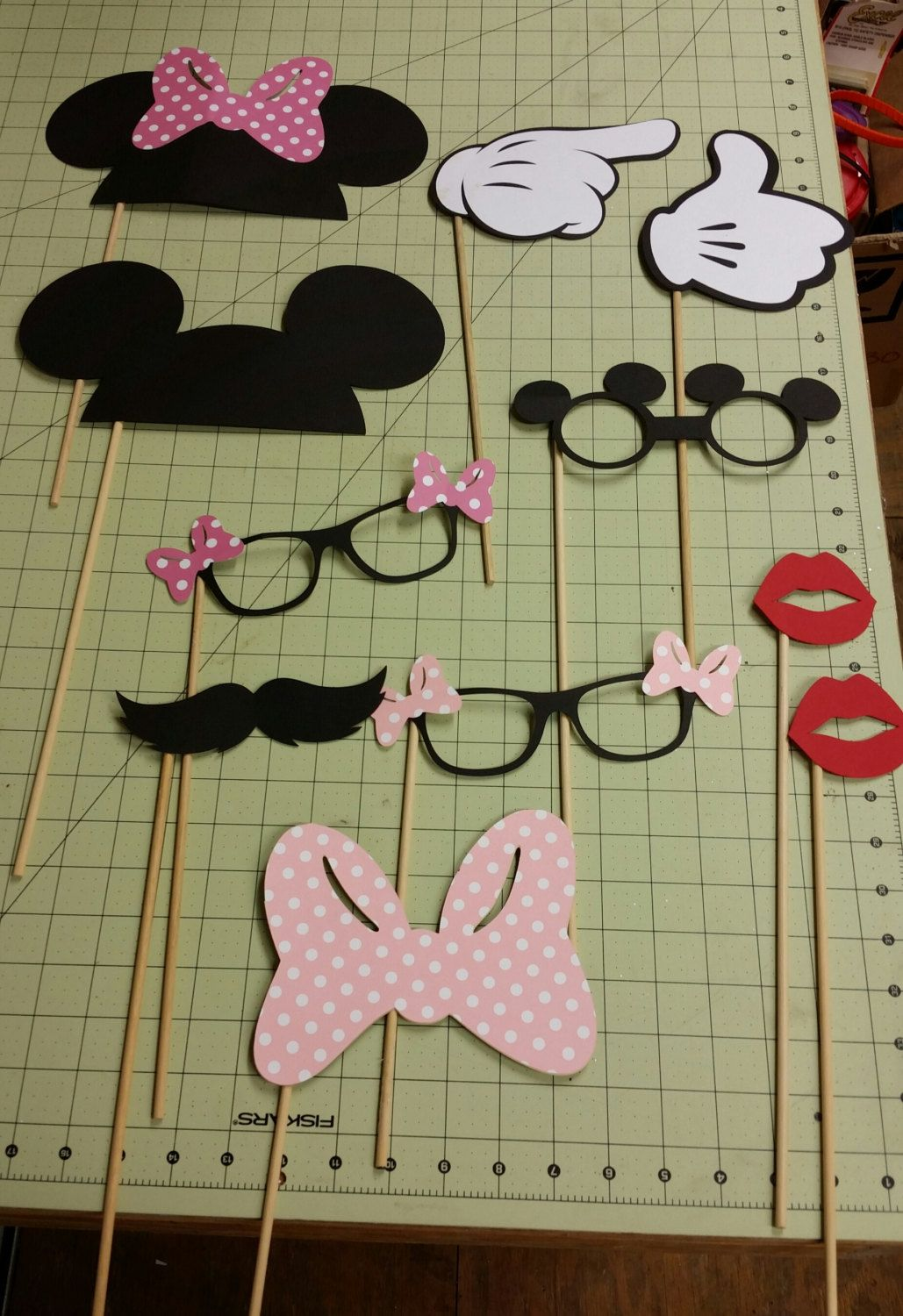 Mickey and Minnie Mouse Photo Booth Props | Kindergeburtstag ideen ...