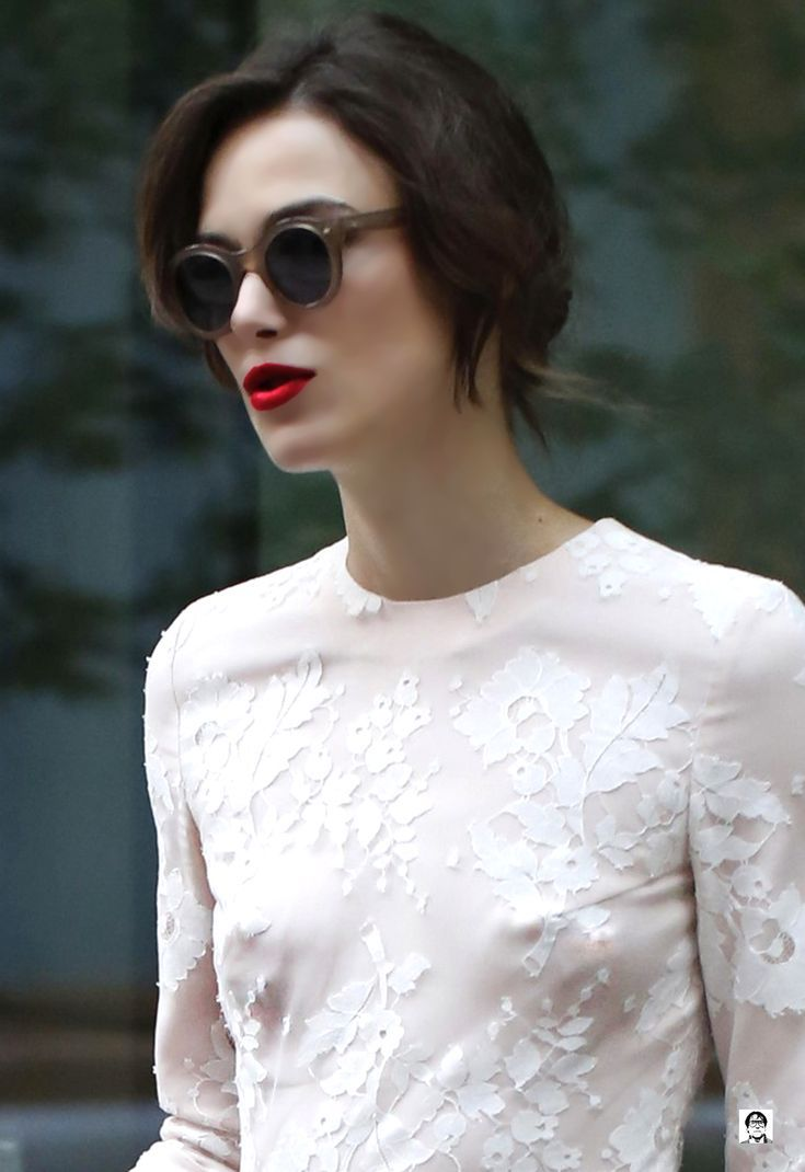 Keira knightley classically gorgeous in blood red lipstick a short