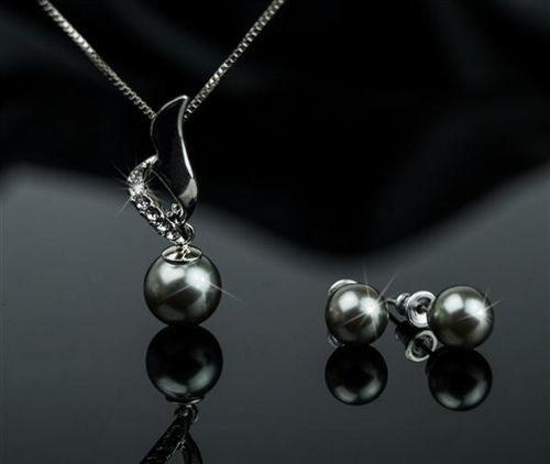 Black Pearl Necklace And Earrings Set In Just 10 99 Incl Delivery On Real Uk