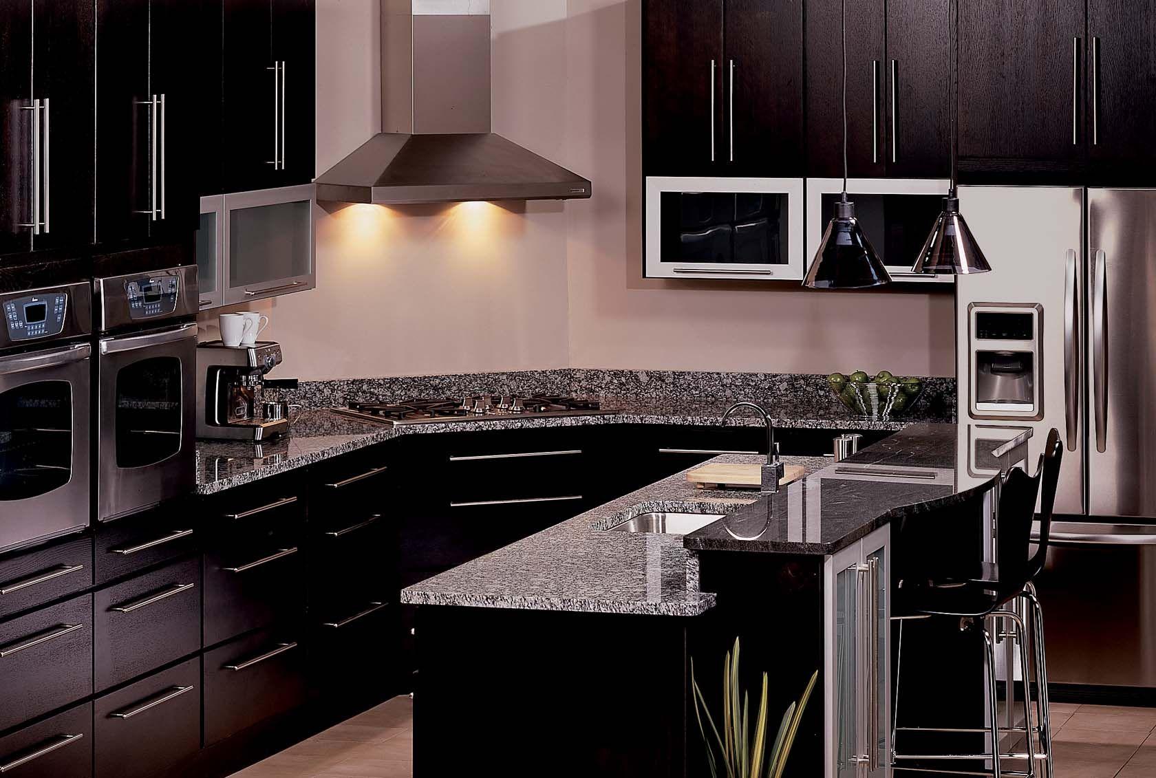The Manhattan Style Kabinart Kitchen Comes Complete With A High Performance Hood Modern Kitchen Kitchen Kitchen Cabinets