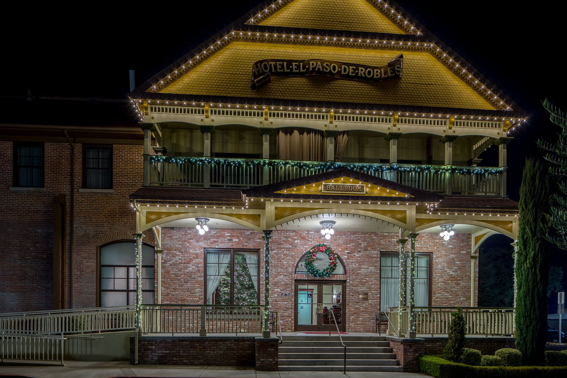 Deck the ballroom with boughs of holly paso robles inn