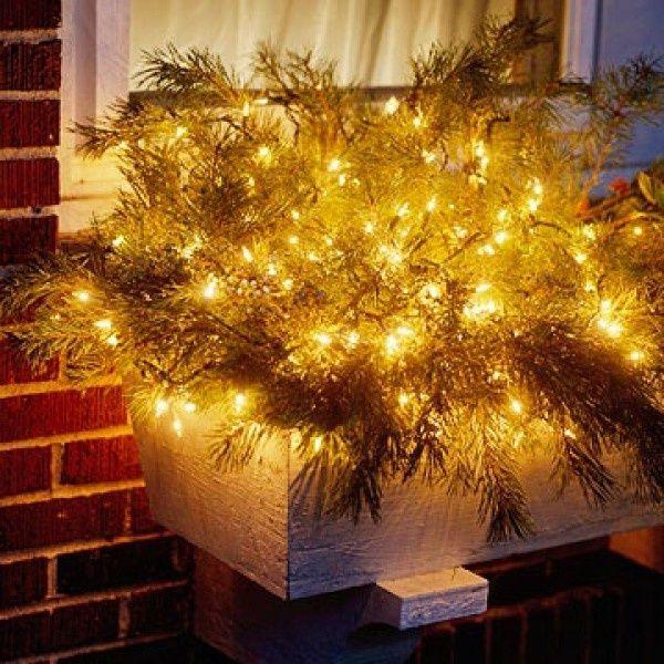 Art Window-Box-Chic-Outdoor-Christmas-Lights-Decorating-Design