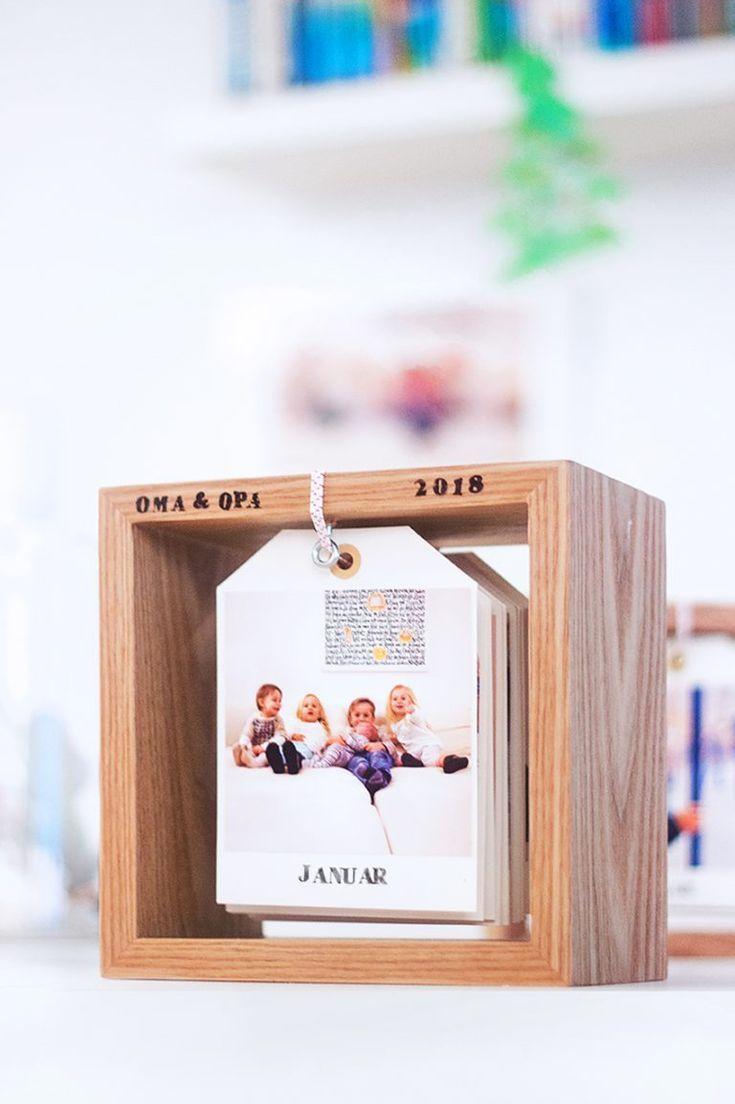 DIY Fotokalender im Holzrahmen: Bildlein, wechsel dich! - #Bildlein #Dich #DIY #forchristmas #FOTOKALENDER #Holzrahmen #im #wechsel #fotogeschenk