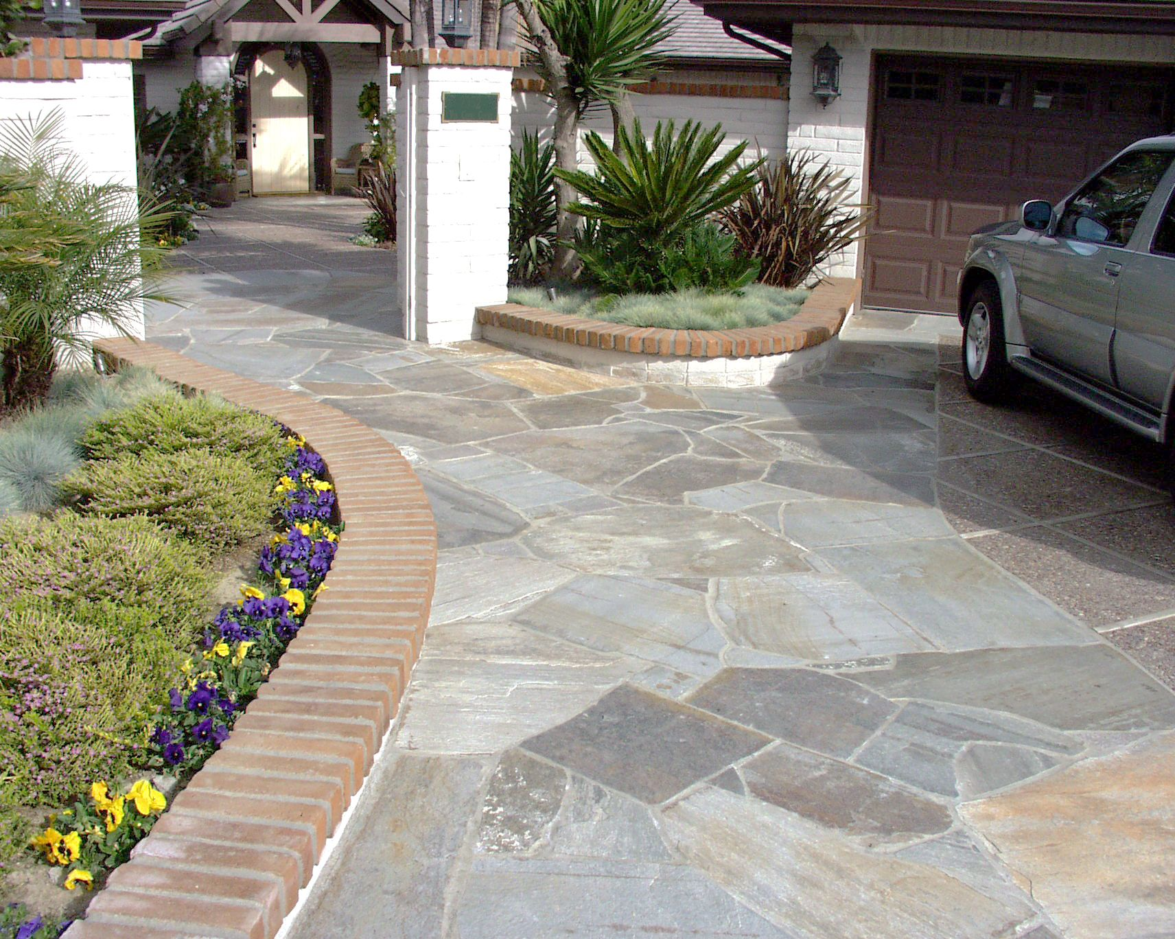 Flagstone Patio Block : Fresh ideas to use flagstone pavers for ground covers