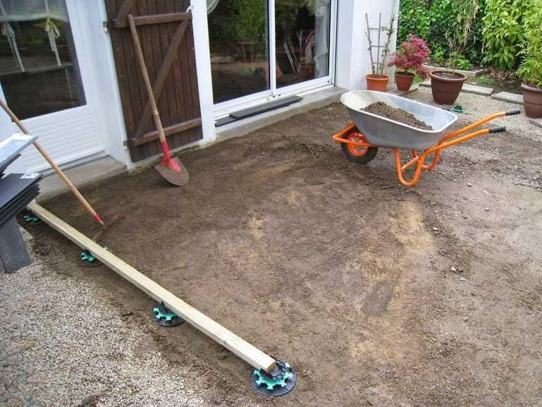 Comment Poser Une Terrasse Composite Sur Lambourdes Et Plots Terrasse Composite Terrasse Bois Composite Construction Terrasse Bois