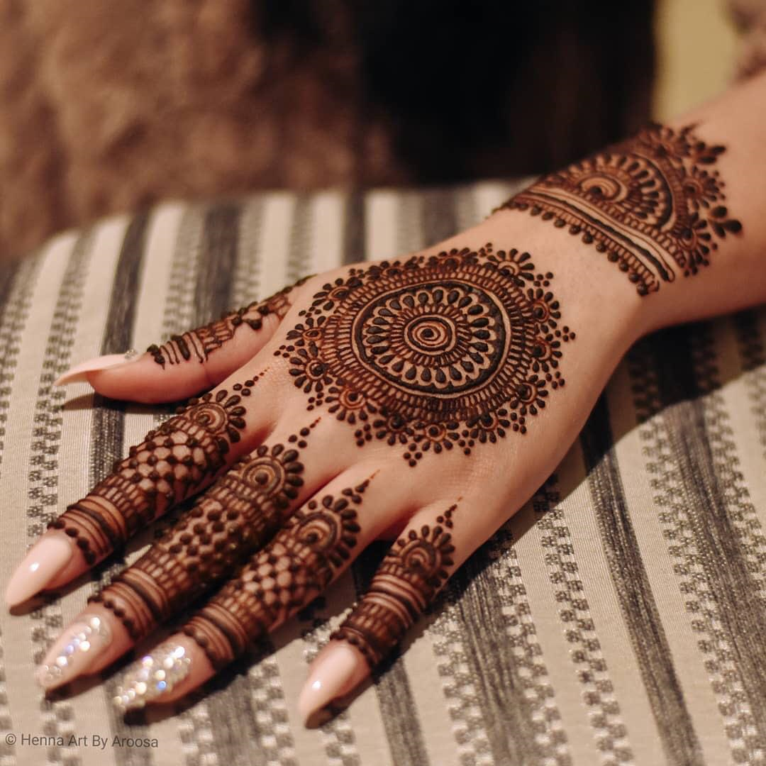 Mehendi Design In Circle
