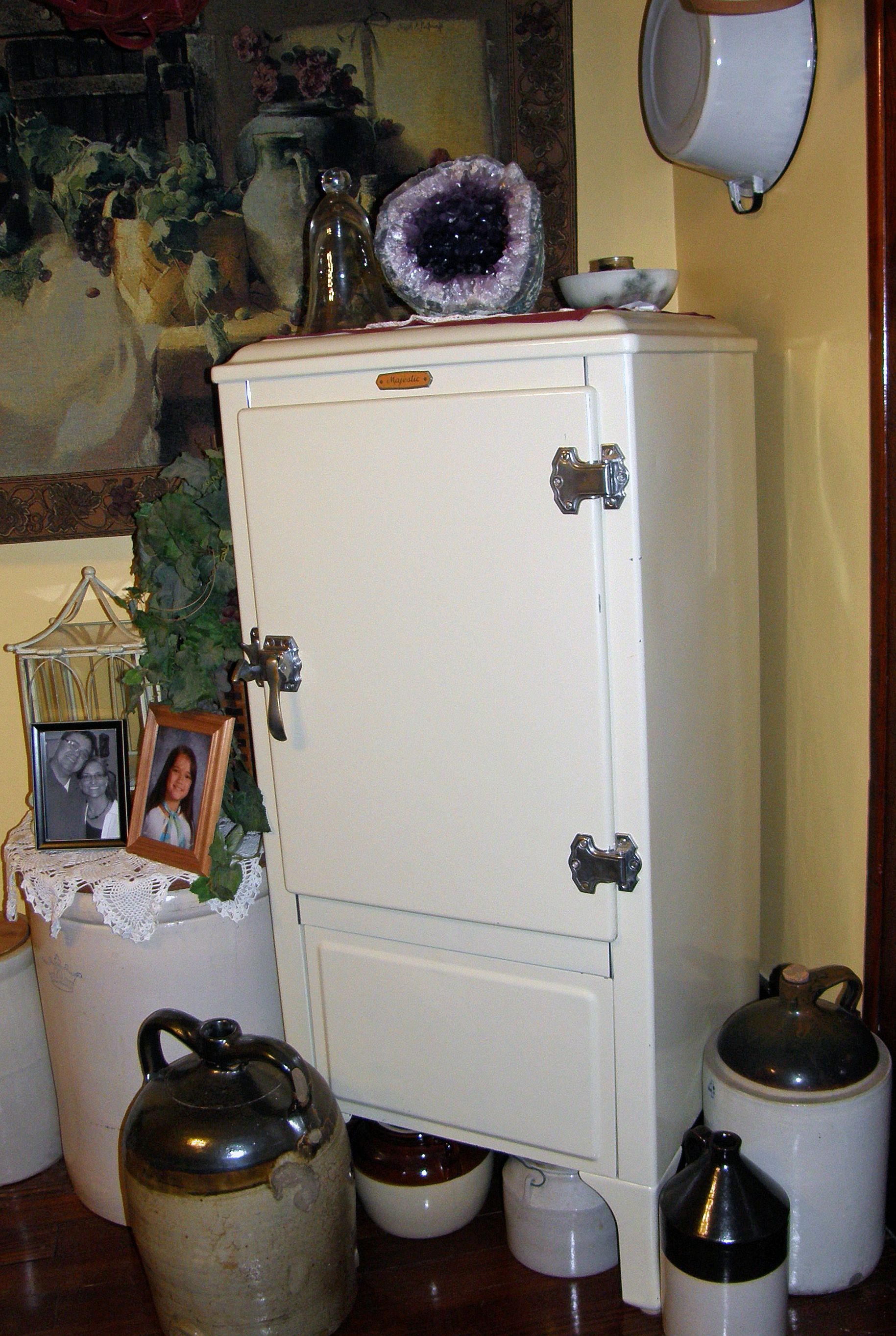 Vintage Ice box - This one looks a lot like Granny\'s. I loved it ...