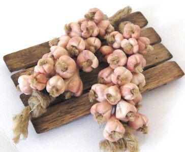 Dollhouse miniature Bundles of vegetables garlic onion pepper 1:12