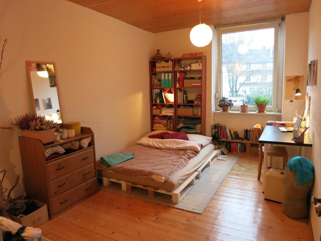 Warm eingerichtetes WG-Zimmer mit Palettenbett. #WGZimmer ...