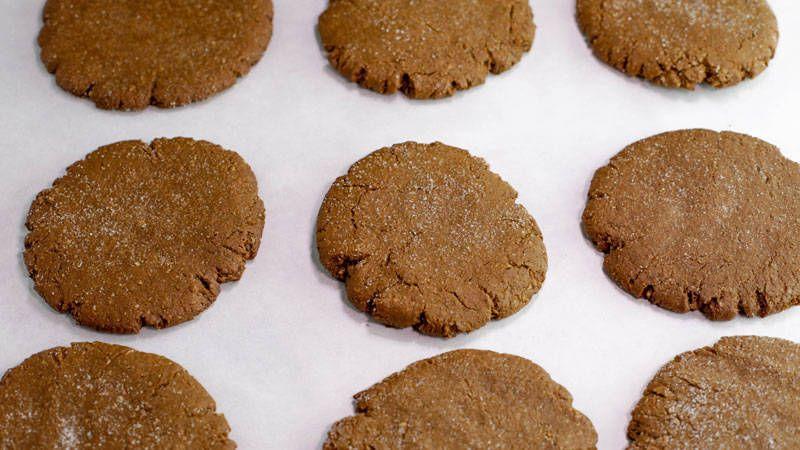 Cookie Monster S Favorite Molasses Crackle Cookies Rachael Ray