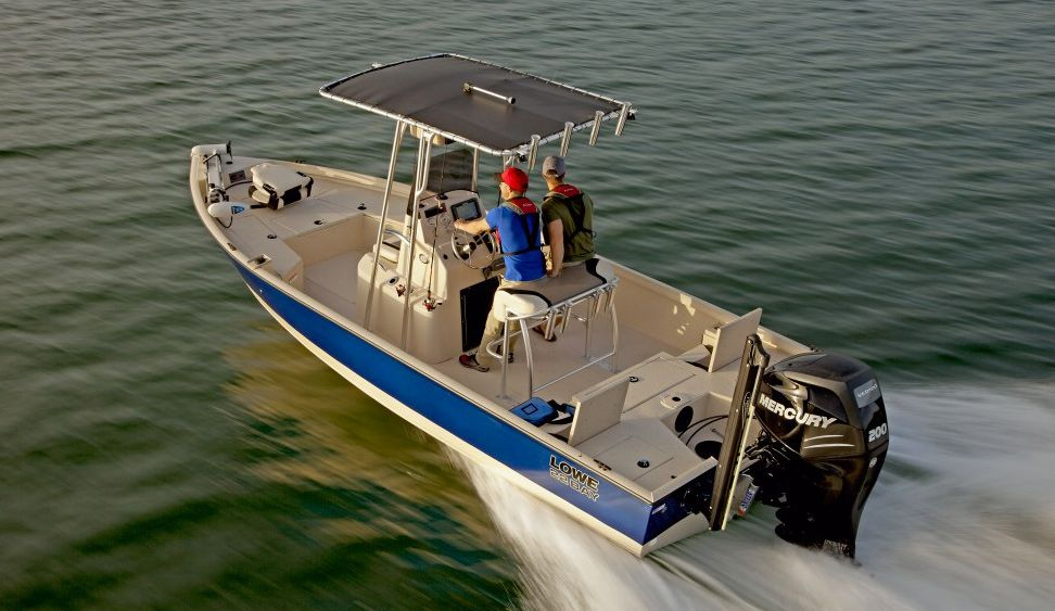 The New 22 Bay Boat From Lowe The Center Console Aluminum Boat Delivers Performance A Quality Finish And A Ton Of Deck Stability R Bay Boats Boat Lowe Boats