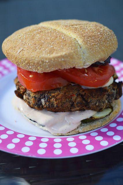 Oui j'ai osé la chose! Depuis le temps que je voyais passer de belles recettes de hamburgers végétariens, surtout chez Gabrielle , je l'ai ...