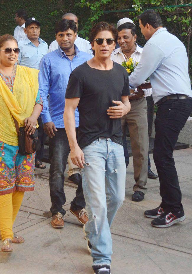 Shah Rukh Khan celebrates his birthday with fans, media.
