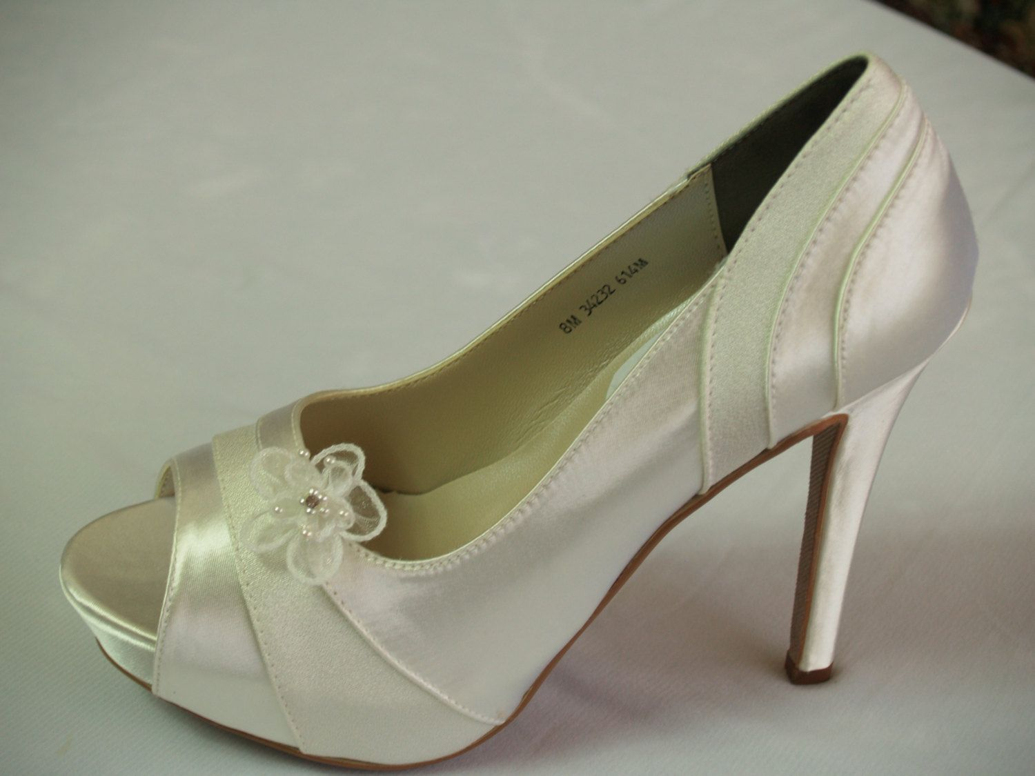 d6285b1b98e57 Ivory Wedding Shoes Heels 4inches Satin and Crepe by NewBrideCo ...